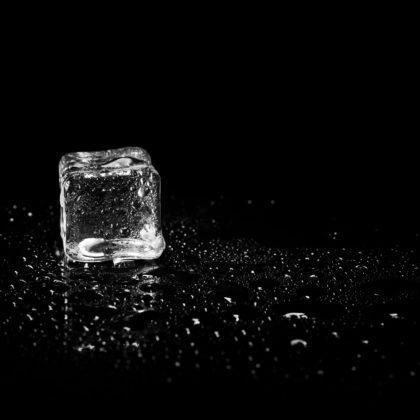 Beim Sterbefasten darf täglich nur weniger als 50 ml getrunken werden. Da ist ein Eiswürfel zum Lutschen schon fast zu viel.